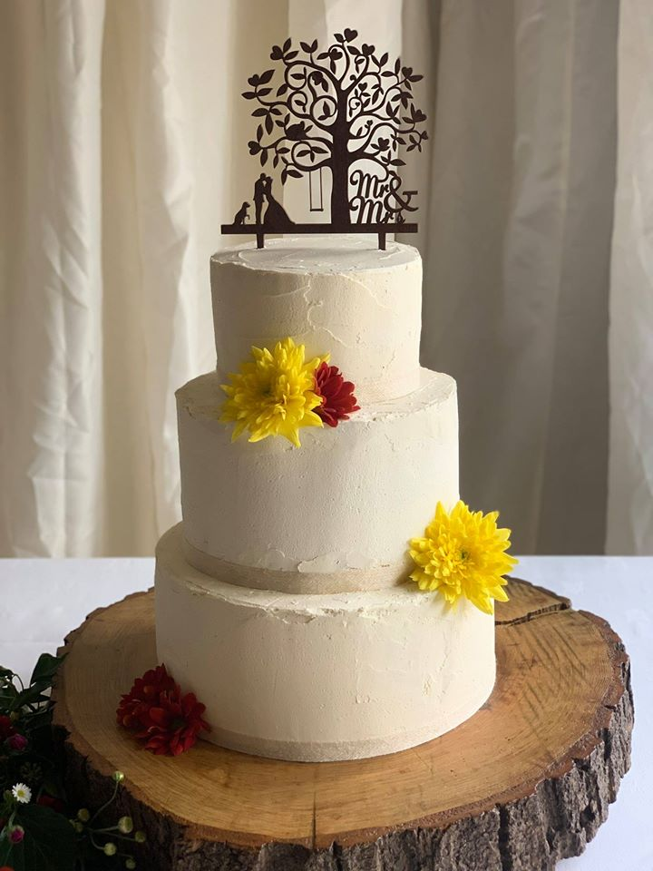 A rustic wedding cake
